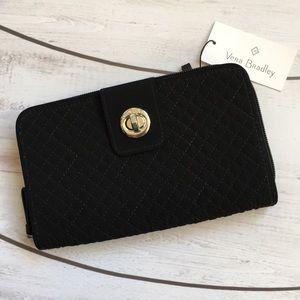 🔮✨ SaLe✨🔮 - Vera Bradley RFID Turnlock Wallet.